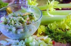 芹菜和苹果沙拉  免版税库存照片
