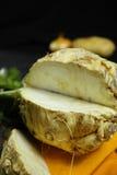 芹菜根-楔子粗根芹菜,维生素,新鲜健康的来源 库存图片