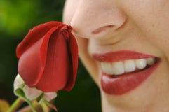 芽上升了嗅到的妇女 图库摄影