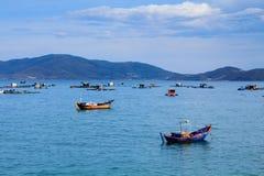 芽庄市海滩的, Khanh Hoa,越南一个船坞 免版税库存图片