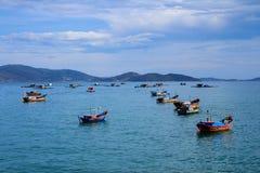 芽庄市海滩的, Khanh Hoa,越南一个船坞 免版税图库摄影