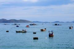 芽庄市海滩的, Khanh Hoa,越南一个船坞 免版税库存照片