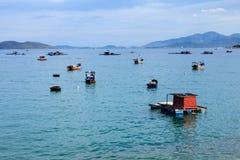 芽庄市海滩的, Khanh Hoa,越南一个船坞 库存照片