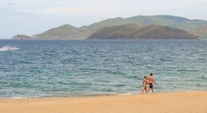 芽庄市海滩看法在越南 免版税库存图片