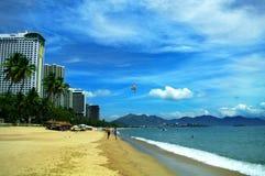 芽庄市海滩,庆和省,越南 免版税库存照片