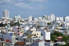芽庄市都市风景  从寺庙长期夏恩的大阳台的看法 越南 免版税库存照片