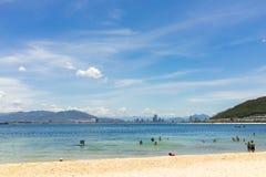 芽庄市,越南- 2016年7月31日:在Vinpearl土地, Hon Tre海岛靠岸 库存照片