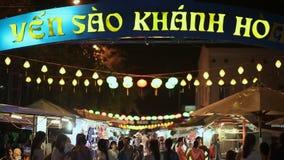芽庄市,越南- 2016年10月1日:在街道上的夜节日在越南 日元圣地Khanh Hoa购物街道 股票录像
