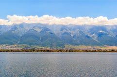 苍山山和洱海 免版税库存照片