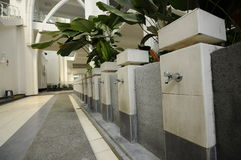 苏丹伊斯梅尔机场清真寺- Senai机场,马来西亚的洗净液 免版税库存图片