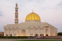 苏丹卡布斯盛大清真寺在马斯喀特,阿曼 免版税库存图片