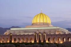 苏丹卡布斯盛大清真寺在马斯喀特,阿曼 免版税库存照片