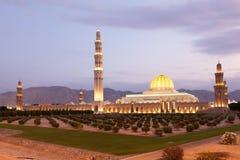 苏丹卡布斯盛大清真寺在马斯喀特,阿曼 图库摄影