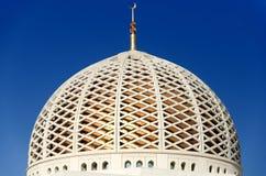 苏丹卡布斯盛大清真寺的圆顶在马斯喀特,阿曼 免版税库存照片
