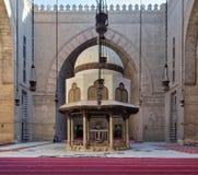 苏丹哈桑,中世纪开罗,埃及清真寺的洗净液喷泉  免版税库存图片