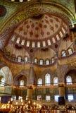苏丹阿哈迈德清真寺(蓝色清真寺),伊斯坦布尔内部  免版税库存照片