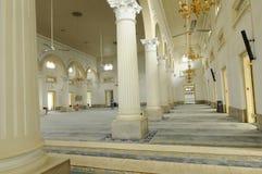 苏丹阿布・伯加尔状态清真寺内部在柔佛州Bharu,马来西亚 库存图片