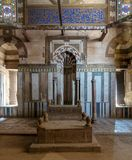 苏丹Al Nasr Farag Ibn Barquq复合体,开罗,埃及复合体的Al Zaher Barquq和儿子陵墓  免版税库存照片