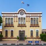 苏伊士运河当局的财务部门门面与位于港Fuad的黄色砖的,开罗,埃及 库存图片