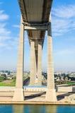 苏伊士运河,埃及, 2017年:苏伊士运河桥梁,亦称Al Salam桥梁,埃及日本友谊大桥 免版税库存图片