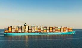 """苏伊士运河,埃及- 2017年11月5日:马士基线货轮集装箱船""""格奥尔穿过苏伊士运河的马士基"""" 库存图片"""