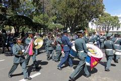 苏克雷,玻利维亚的首都, - 2016年8月6日:通过苏克雷,玻利维亚的中心标记的军事游行 免版税图库摄影