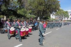 苏克雷,玻利维亚的首都, - 2016年8月6日:通过苏克雷,玻利维亚的中心标记的军事游行 库存图片