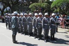苏克雷,玻利维亚的首都, - 2016年8月6日:通过苏克雷,玻利维亚的中心标记的军事游行 库存照片