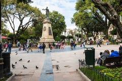 苏克雷, BOLIWIA - 2018年2月08日:大广场和雕象 免版税库存照片