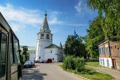 苏兹达尔克里姆林宫钟楼如被看见从列别杰娃街道 suzdal的俄国 图库摄影