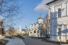 苏兹达尔,俄罗斯-06 11 2015年 圣Pokrovsky修道院的调解大教堂在16世纪建造 金黄圆环旅行 库存照片