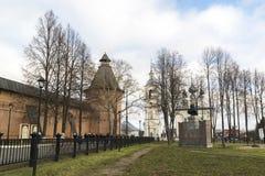 苏兹达尔,俄罗斯-06 11 2015年 在圣Euthymius修道院前面的正方形苏兹达尔的被建立了16世纪 免版税库存图片