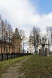 苏兹达尔,俄罗斯-06 11 2015年 在圣Euthymius修道院前面的正方形苏兹达尔的被建立了16世纪 免版税库存照片