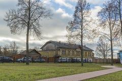 苏兹达尔,俄罗斯-06 11 2015年 在圣Euthymius修道院前面的正方形苏兹达尔的被建立了16世纪 图库摄影