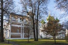 苏兹达尔,俄罗斯-06 11 2015年 在圣Euthymius修道院前面的正方形苏兹达尔的被建立了16世纪 库存图片