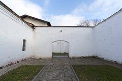 苏兹达尔,俄罗斯-06 11 2015年 在圣Euthymius修道院疆土的监狱在苏兹达尔 俄罗斯旅行金黄圆环  图库摄影