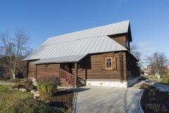 苏兹达尔,俄罗斯-06 11 2015年 尼姑的细胞圣Pokrovsky女修道院的 金黄圆环旅行 库存照片