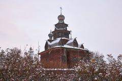 苏兹达尔,俄罗斯- 2016年11月5日:木建筑学博物馆  库存照片