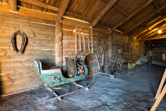 苏兹达尔,俄罗斯- 2015年11月06日 农民房子内部博物馆木建筑学的 库存照片