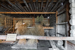苏兹达尔,俄罗斯- 2015年11月06日 农民房子内部博物馆木建筑学的 免版税库存图片
