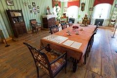 苏兹达尔,俄罗斯- 2015年11月06日 博物馆木建筑学,内部客商房子 免版税库存照片