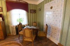 苏兹达尔,俄罗斯- 2015年11月06日 博物馆木建筑学,内部客商房子 库存照片