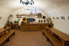苏兹达尔,俄罗斯- 2015年11月06日 博物馆木建筑学,内部客商房子 免版税库存图片