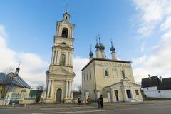 苏兹达尔,俄罗斯-06 11 2015年 有钟楼的Smolenskaya教会在苏兹达尔 俄罗斯旅行金黄圆环  图库摄影