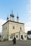 苏兹达尔,俄罗斯-06 11 2015年 有钟楼的Smolenskaya教会在苏兹达尔 俄罗斯旅行金黄圆环  免版税库存图片