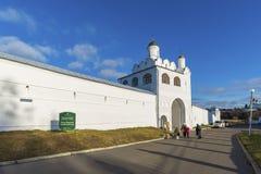 苏兹达尔,俄罗斯-06 11 2015年 St Pokrovsky修道院在16世纪建造 金黄圆环旅行 免版税库存图片