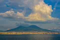 维苏威火山,那不勒斯,意大利难以置信的看法  库存图片