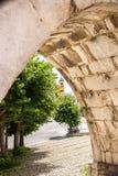 苏尔莫纳中世纪渡槽,被修造在广场加里波第城附近 图库摄影