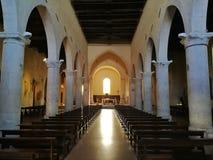 苏尔莫纳-圣玛丽亚della Tomba教会的内部  库存照片