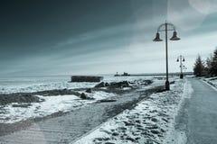 苏必利尔湖在德卢斯,明尼苏达江边结冰在冬天我 图库摄影